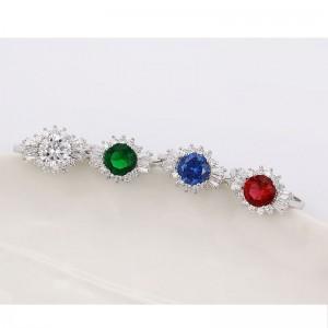 Grezns gredzens ar lielu krāsainu un maziem baltiem cirkoniem, rodija pārklājums