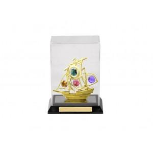 Ķuģis, caurspīdīgā kastītē no organiska stiklā ar SWAROVSKI kristāliem,zelta pārklājums. Izmērs 17,5*7-11,5 cm.