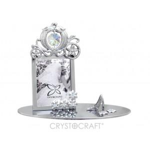 Fotorāmītis kāzu, uz pamatnes, ar SWAROVSKI kristāliem, zelta vai sudraba pārklājums. Izmērs 12 x 5,5 x 10,5 cm. Fotogrāfijas izmērs: 3,7*5 cm.