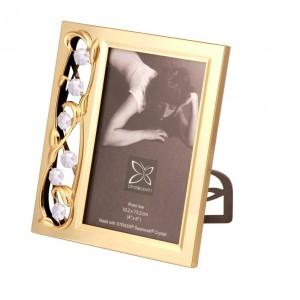 Fotorāmītis kāzu ar BALTIEM SWAROVSKI kristāliem, zelta pārklājums. Dāvanu kastītē. Izmērs 17 x 15 cm. Fotogrāfijas izmērs: 10*15 cm.