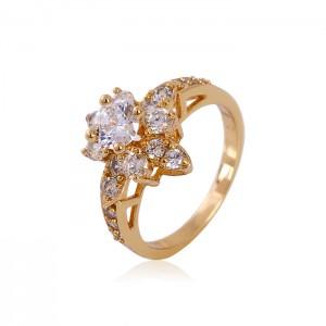 Grezns gredzens ar zelta pārklājumu 18 karāti un baltiem cirkoniem. ATLAIDE 30% (cena ar atlaidi-6.23€)