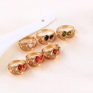 Cirkonu un krāšņuma bagātīgs gredzens, 18k zelta pārklājums