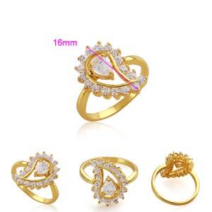 Apzeltīts gredzens ar baltiem cirkoniem. ATLAIDE 40% (cena ar atlaidi-6.54€)