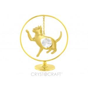 Kaķēns iekārts ķēdītē aplī, ar SWAROVSKI kristāliem, uz pamatnes, zelta pārklājums. Izmērs 5 x 7 cm.