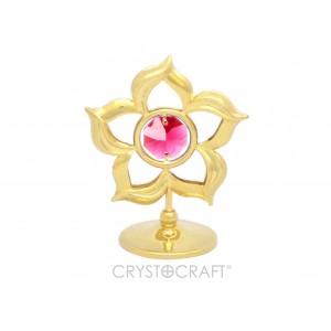 Ziediņš ar SWAROVSKI kristāliem, uz pamatnes, zelta pārklājums. Dāvanu iepakojumā. Izmērs 5 x 5 cm.