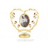 Fotorāmītis sirds formā ar puķiem un SWAROVSKI kristāliem, zelta pārklājums. Lejā ir vieta gravēšanai.