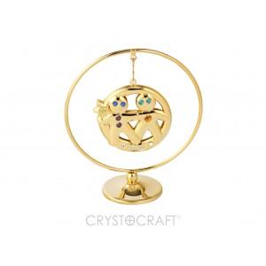 Zodiaka zīme DVĪŅI iekārts ķedītē aplī ar SWAROVSKI kristāliem, uz pamatnes, zelta pārklājums, izmērs 7,1 x 8 cm.