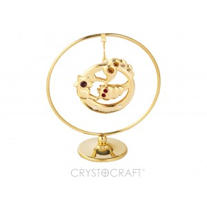 Zodiaka zīme SKORPIONS iekārts ķedītē aplī ar SWAROVSKI kristāliem, uz pamatnes, zelta pārklājums, izmērs 7,1 x 8 cm.