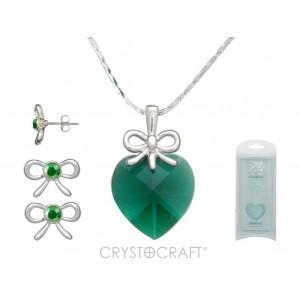 Kulons Swarovski sirsniņa smaragdzaļa ar ķēdīti un auskariņi ar Swarovski kristāliņiem , dārgmetāla - rodiuma pārklājums , kas ir arī noturīgs un antialerģisks.