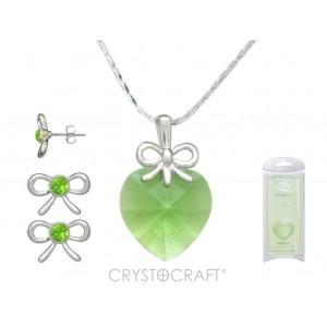 Kulons Swarovski sirsniņa gaiši zaļa ar ķēdīti un auskariņi ar Swarovski kristāliņiem , dārgmetāla - rodiuma pārklājums , kas ir arī noturīgs un antialerģisks.